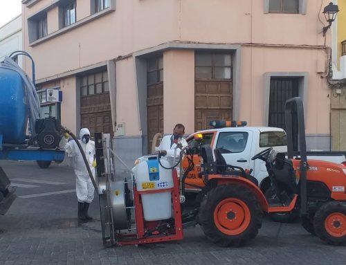 LOS AGRICULTORES SE SUMAN A LAS LABORES DE DESINFECCIÓN PREVENTIVA