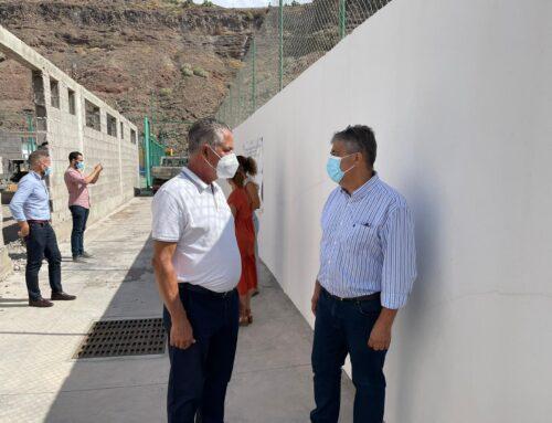 El consejero de Empleo visita  las obras del nuevo centro de formación de La Aldea