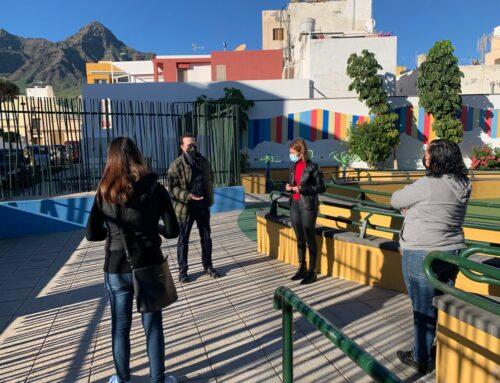 La concejala de Desarrollo Económico muestra las instalaciones del quiosco del parque Mariano de Cáceres a las posibles licitadoras