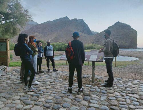 Un grupo de personas se convierte en 'Ornitólogos por un día' en El Humedal de La Marciega